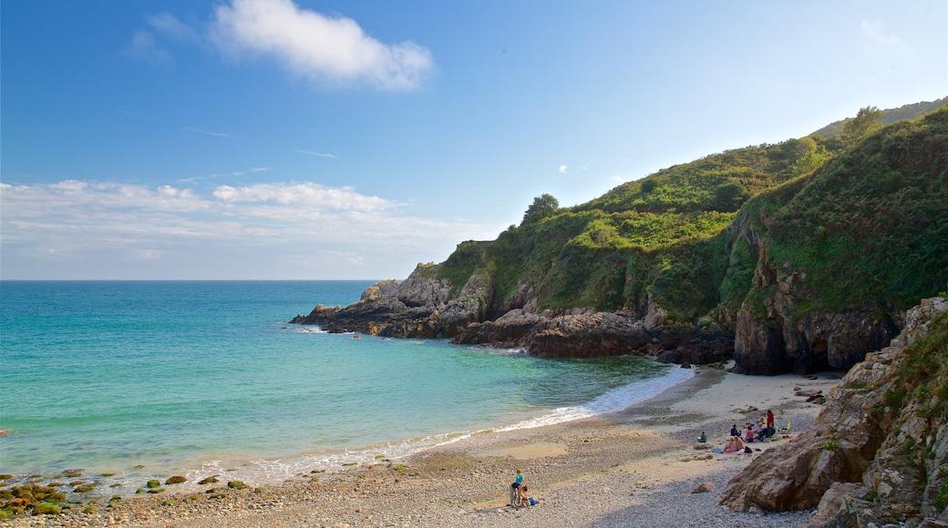 Petit Bot Bay que inclui litoral rochoso, uma praia e paisagens litorâneas