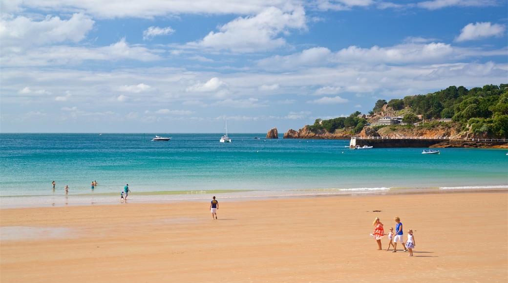 Praia da Baía de St Brelade mostrando paisagens litorâneas, uma praia de areia e paisagem