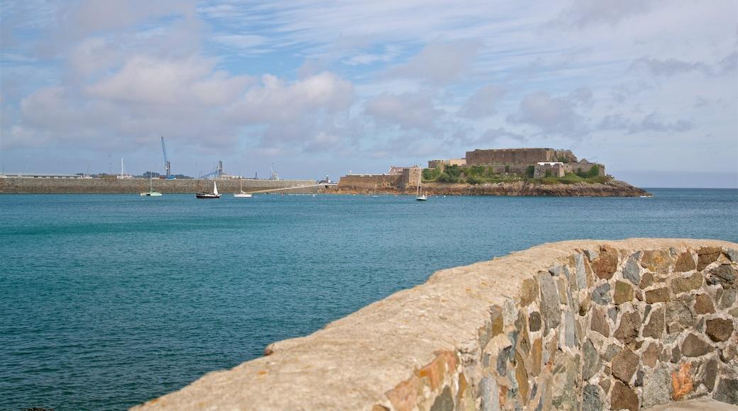 Castle Cornet mit einem allgemeine Küstenansicht