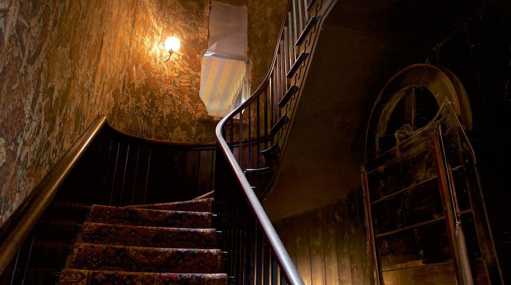 Hauteville House caracterizando vistas internas, elementos de patrimônio e uma casa