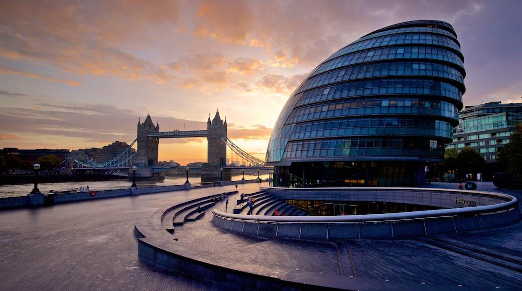 Tower Bridge das einen Stadt, Sonnenuntergang und Brücke