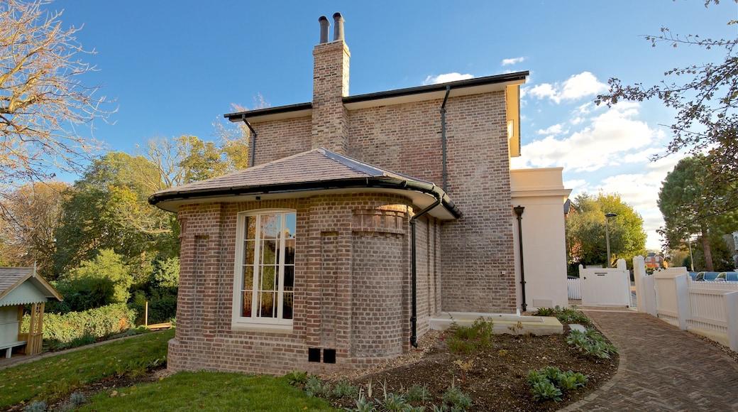 Twickenham qui includes maison