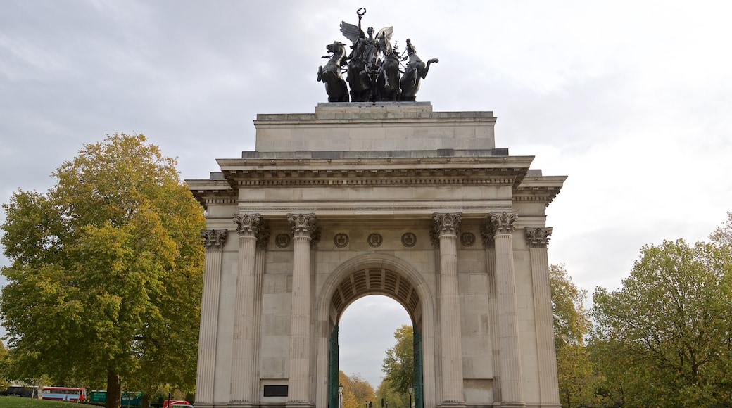 Wellington Arch showing heritage elements