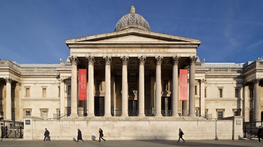 Nasjonalgalleriet som inkluderer gatescener og historisk arkitektur i tillegg til en liten gruppe med mennesker