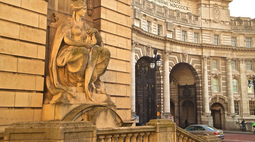 Admiralty Arch featuring heritage architecture and a statue or sculpture