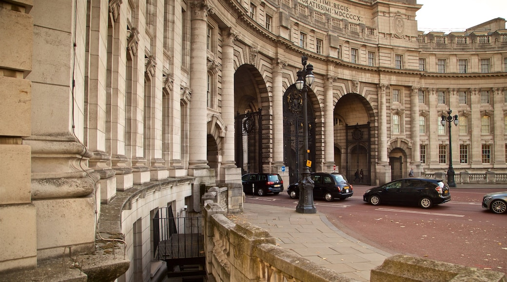 Admiralty Arch featuring heritage architecture