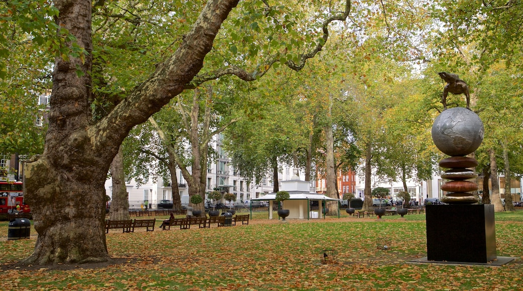 Berkeley Square showing a garden, outdoor art and autumn colours