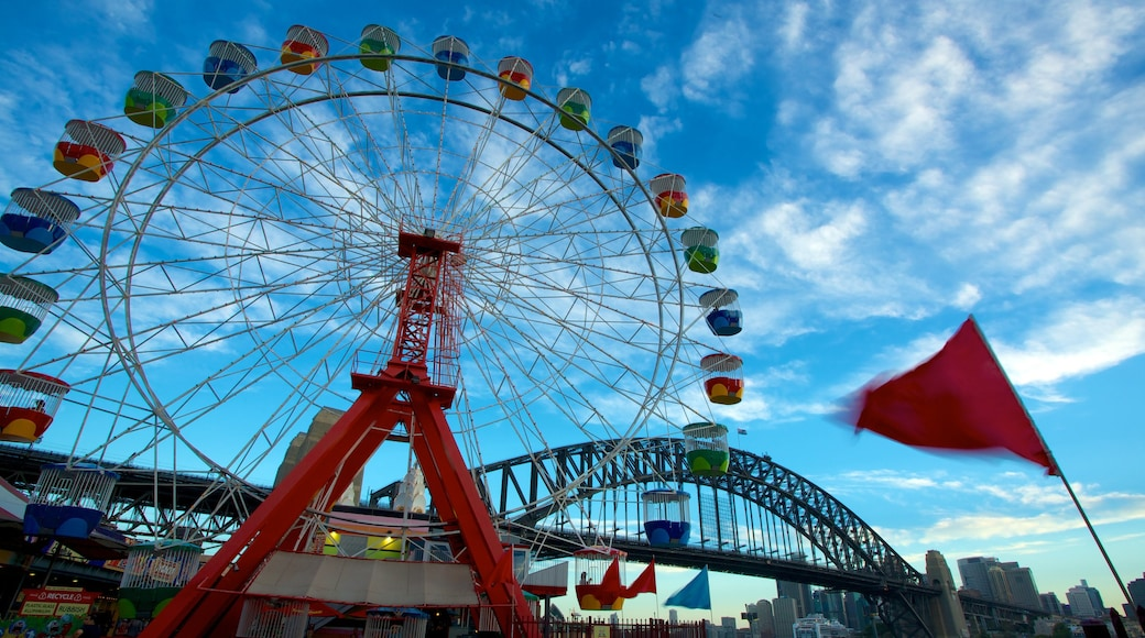 Luna Park which includes rides