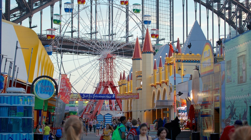 Luna Park which includes street scenes and rides