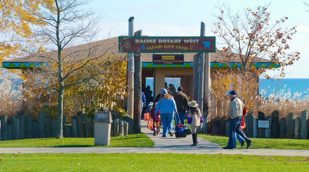 Racine Zoological Gardens showing a park