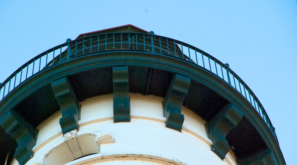 Wind Point Lighthouse showing heritage architecture and a lighthouse