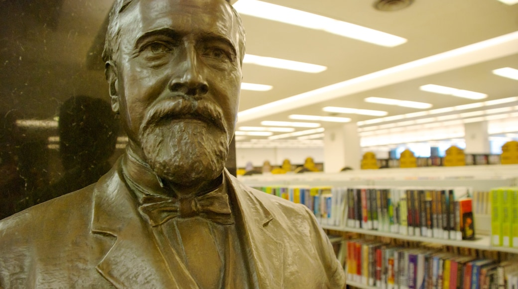 Milwaukee Public Library showing art, a statue or sculpture and interior views