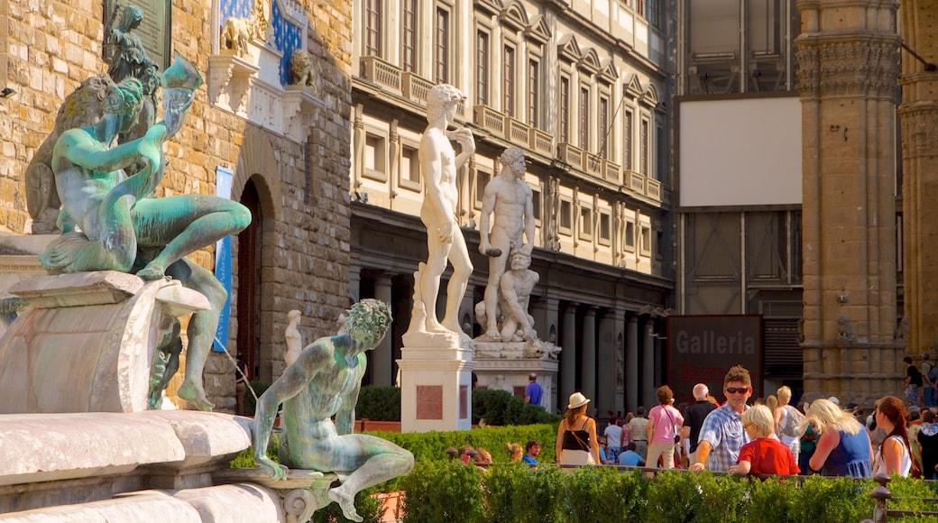 Piazza della Signoria แสดง มรดกทางสถาปัตยกรรม, น้ำพุ และ อนุสาวรีย์หรือรูปปั้น