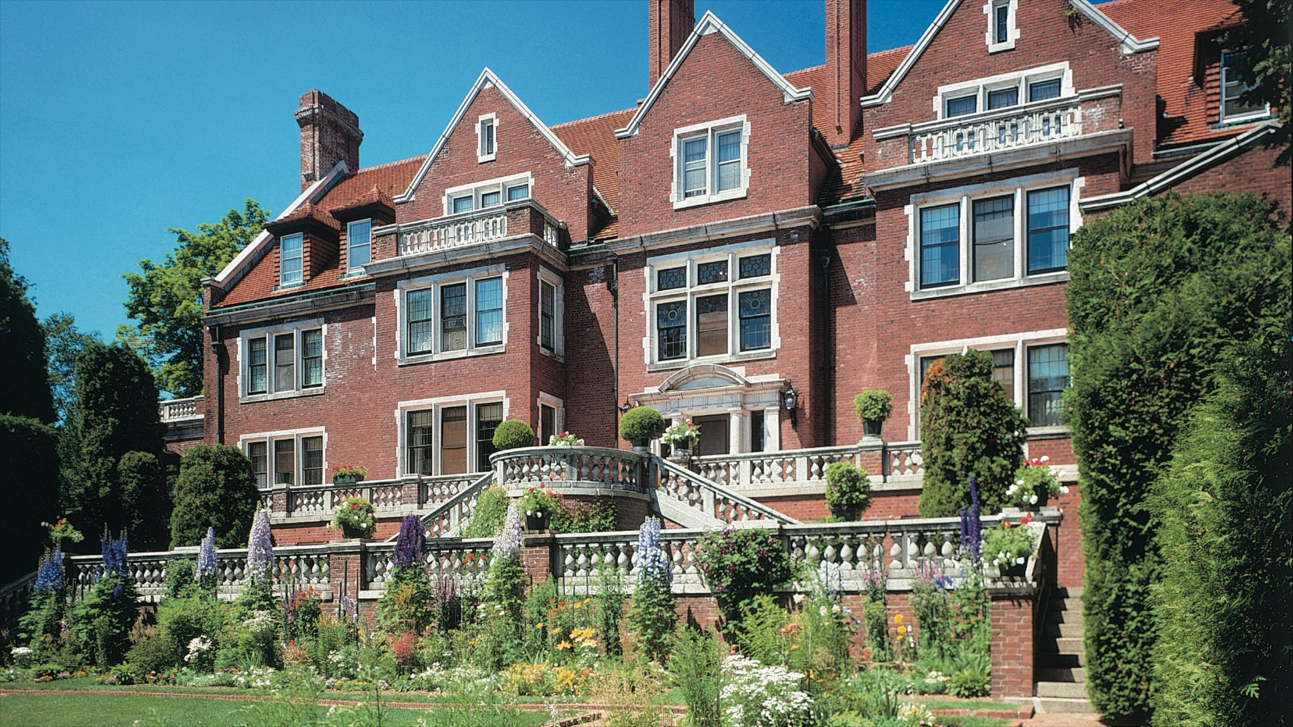 Top 10 Historic Hotels In Duluth, MN Full Of Heritage $50