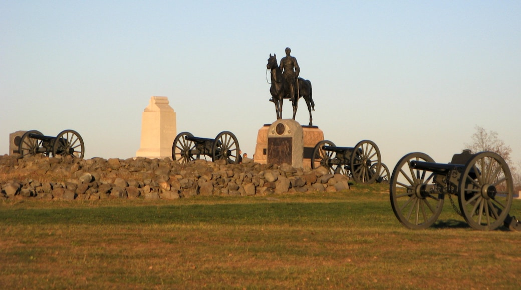 Gettysburg showing military items, a statue or sculpture and a memorial