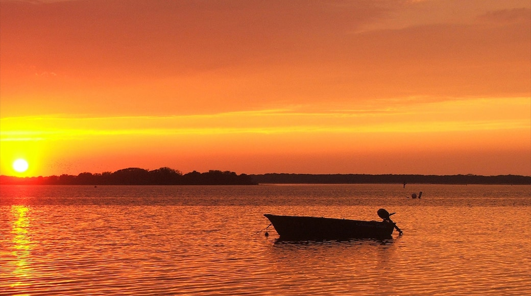 Wildwood Crest showing a sunset, boating and general coastal views