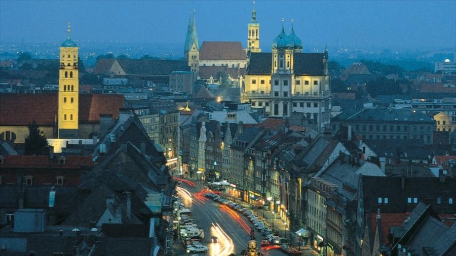 Augsburg welches beinhaltet Straßenszenen, bei Nacht und historische Architektur