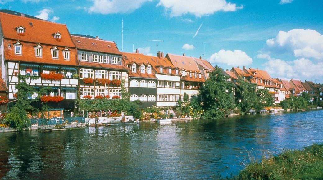 Bamberg caratteristiche di fiume o ruscello, architettura d\'epoca e piccola città o villaggio