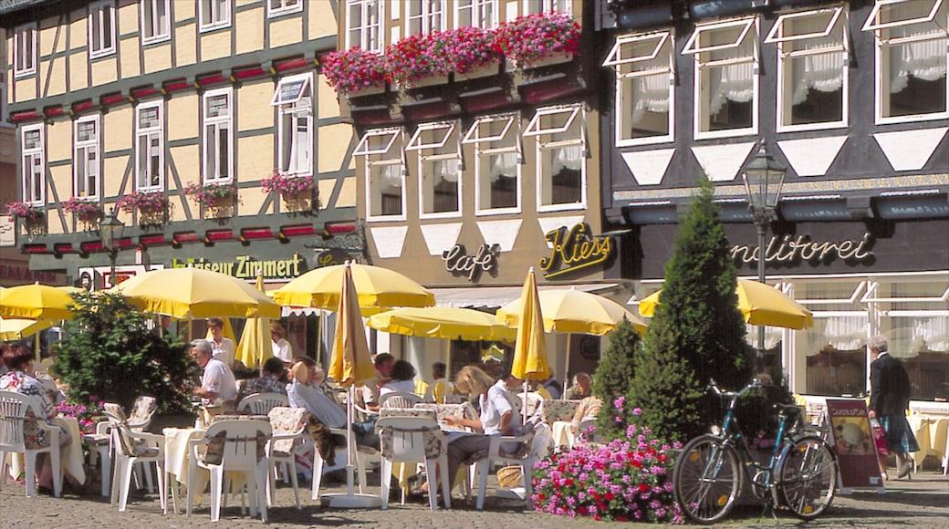 Celle toont buiten eten, een stad en cafés