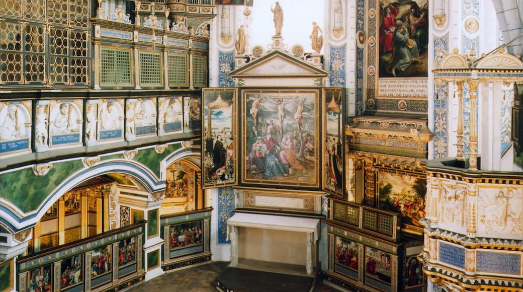 Celle bevat een kerk of kathedraal, interieur en kunst