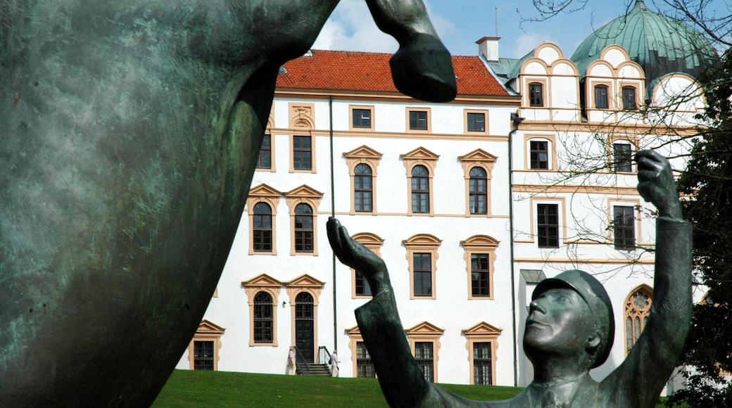 Celle inclusief een monument, kunst in de open lucht en historische architectuur