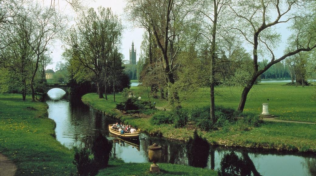Dessau welches beinhaltet Bootfahren, Garten und Landschaften