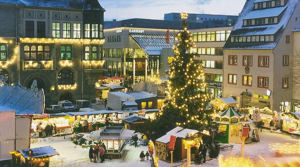 Dessau das einen Platz oder Plaza und Stadt
