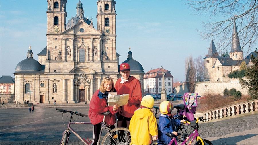 Fulda welches beinhaltet religiöse Elemente, Platz oder Plaza und historische Architektur
