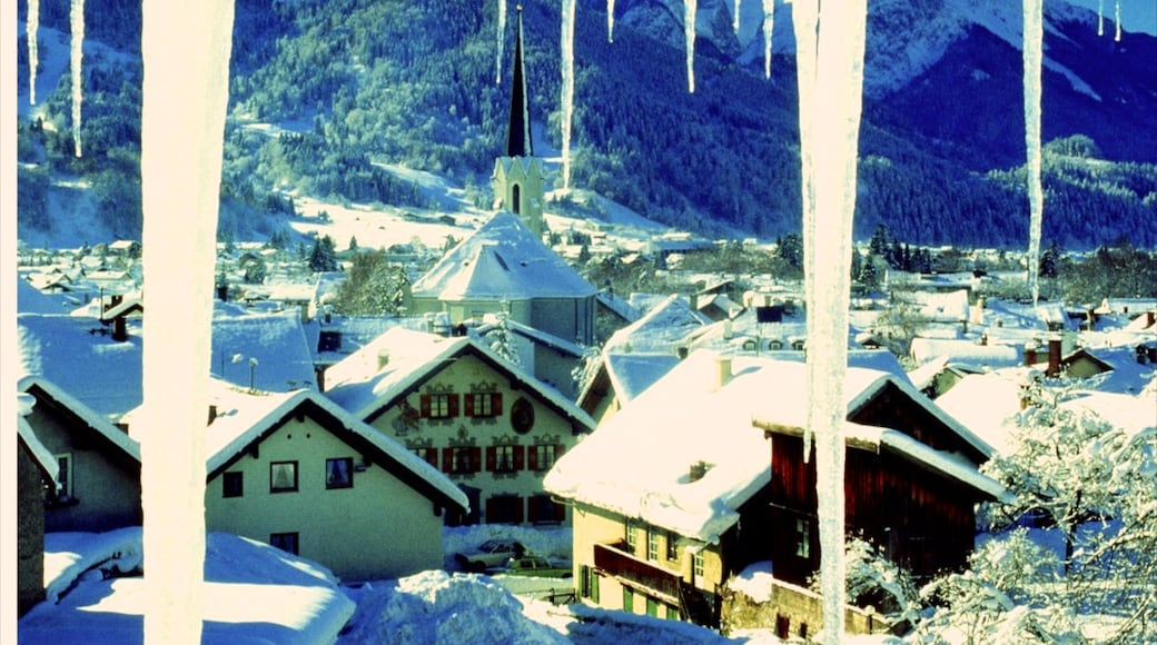 Garmisch-Partenkirchen featuring mountains, snow and a small town or village