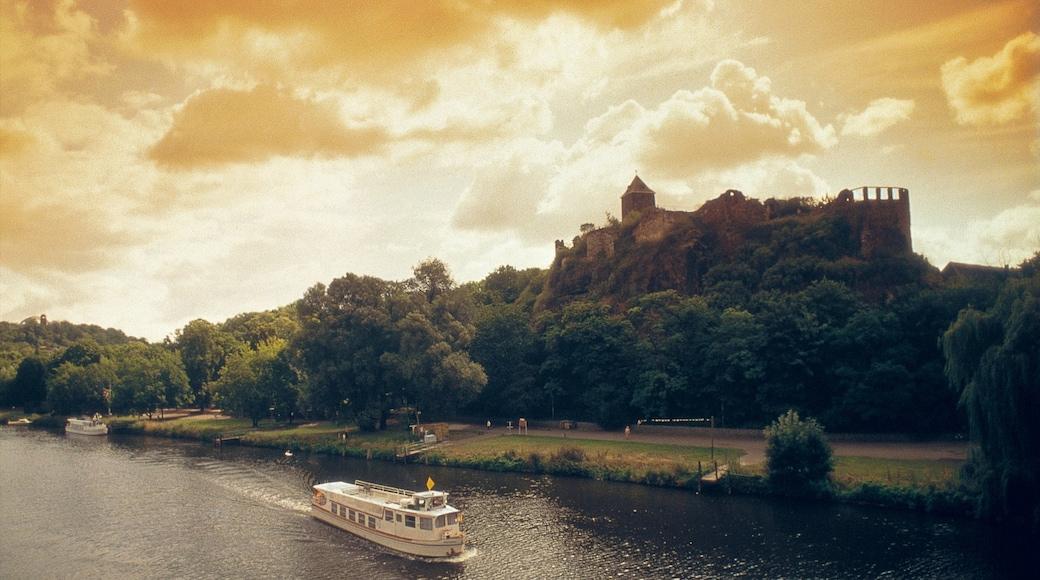 Halle an der Saale mit einem Bucht oder Hafen, Palast oder Schloss und Landschaften