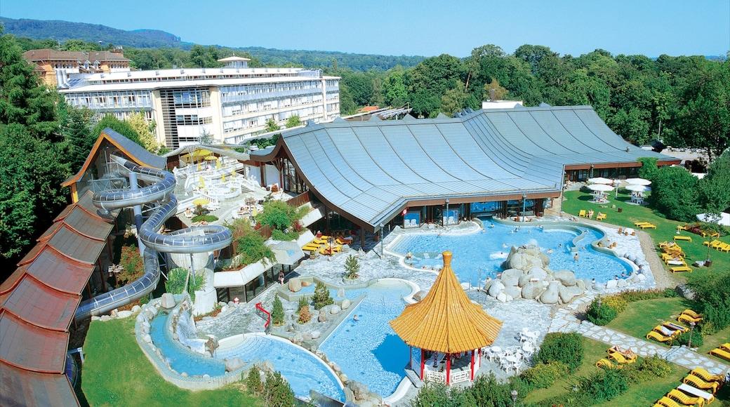 Kassel mit einem Pool, Fahrten und moderne Architektur