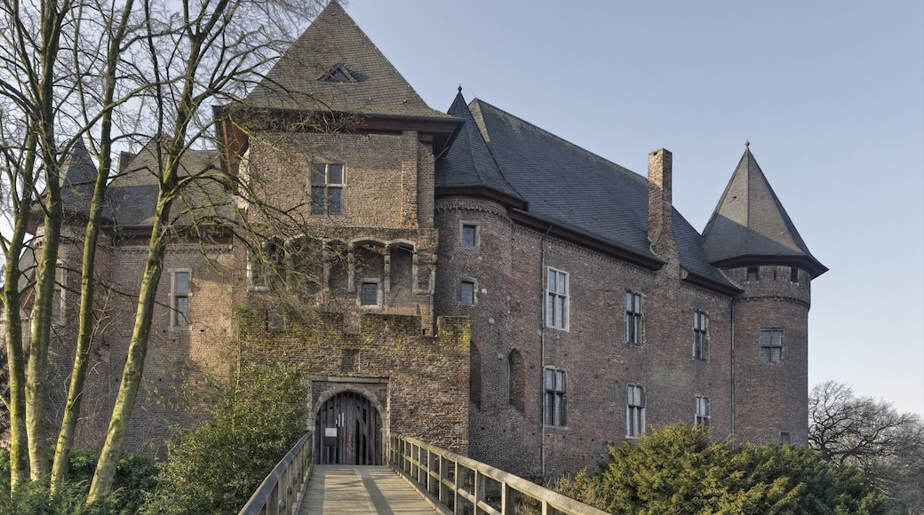Krefeld which includes heritage architecture and château or palace