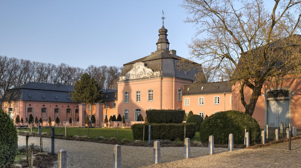 Moenchengladbach showing heritage architecture, a city and chateau or palace