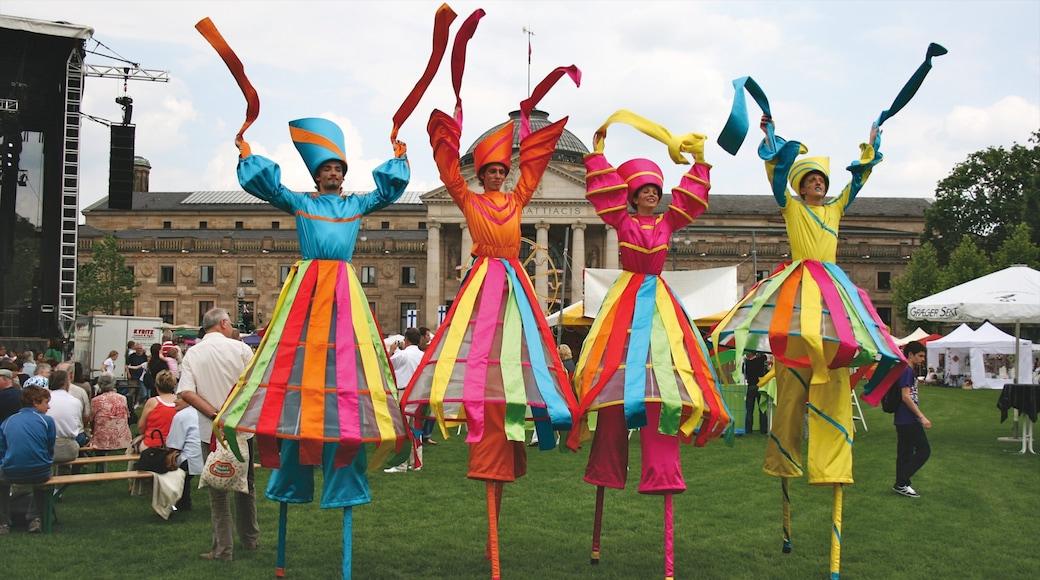 Wiesbaden das einen Straßenkunst und Performance-Kunst