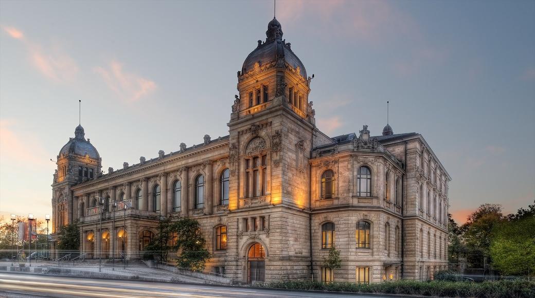 Wuppertal mostrando tramonto, castello e architettura d\'epoca