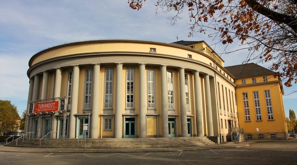 Saarbrücken som omfatter historiske bygningsværker og en by
