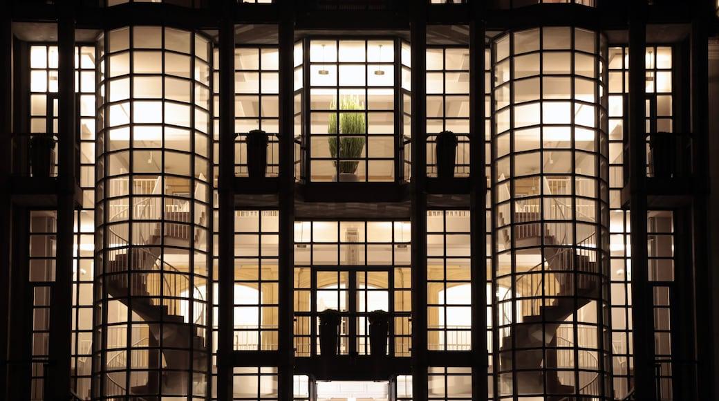 Saarbrücken og byder på moderne arkitektur og natteliv