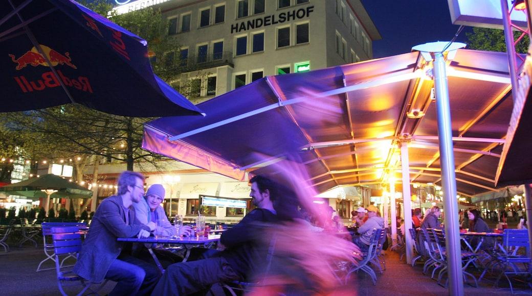 Bochum das einen Platz oder Plaza, Stadt und bei Nacht