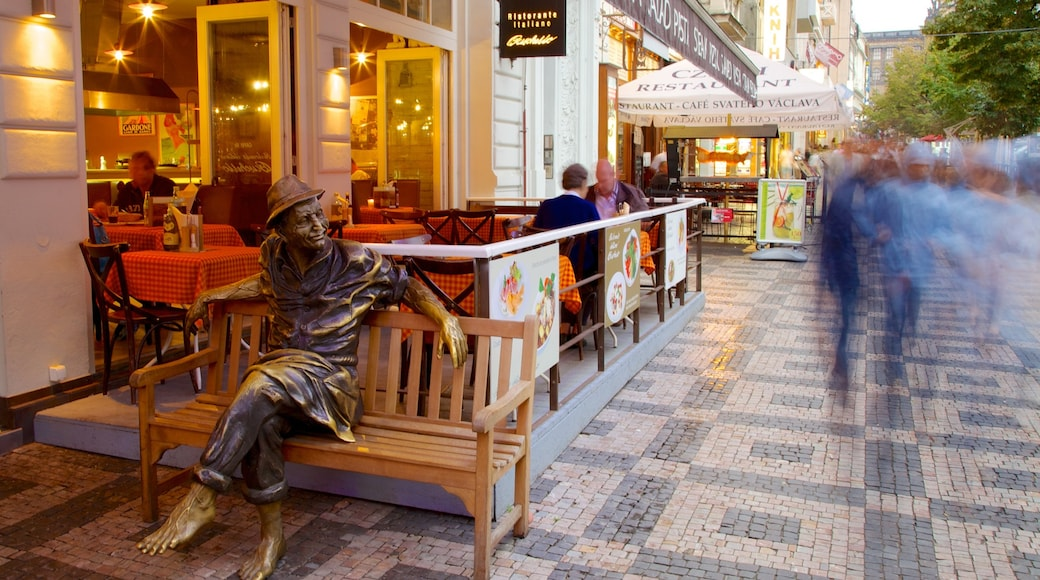 Piazza di San Venceslao caratteristiche di città, architettura d\'epoca e architettura moderna
