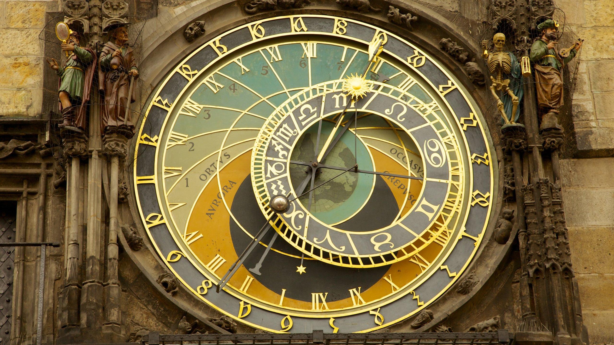 每小時一次的整點報時是舊城市政廳的 15 世紀早期代表作,每每吸引大量遊人圍觀,絕對是必看節目之一。