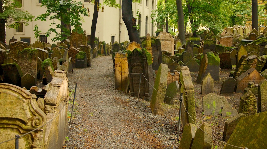 Old Jewish Cemetery featuring a memorial, a cemetery and religious elements