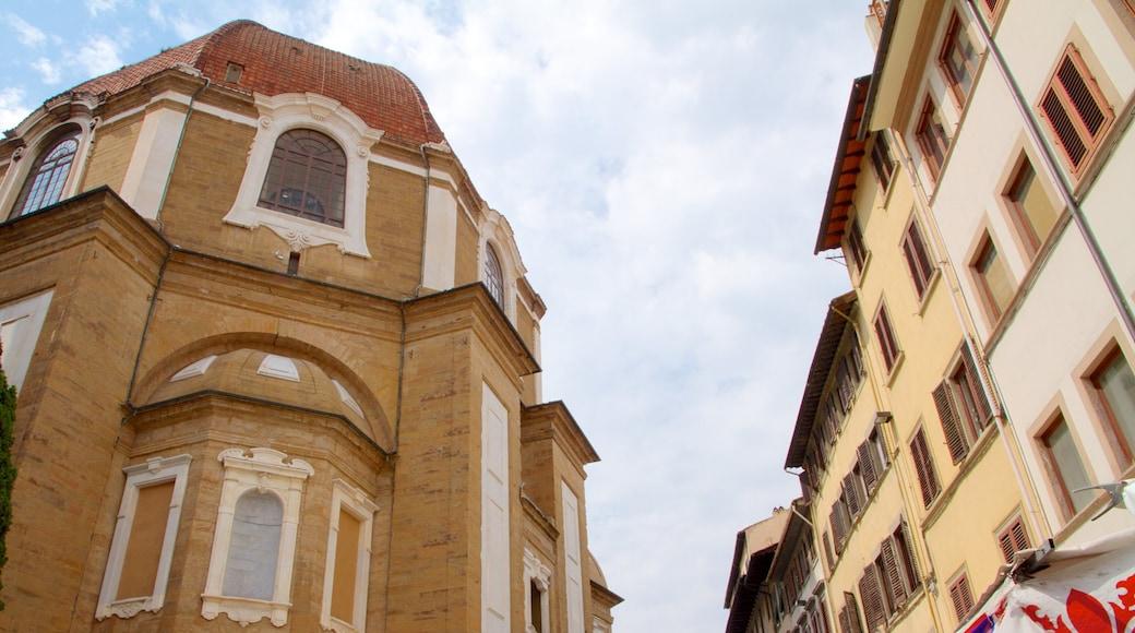 โบสถ์ซานลอเรนโซ ซึ่งรวมถึง โบสถ์หรือวิหาร, แง่มุมทางศาสนา และ เมือง