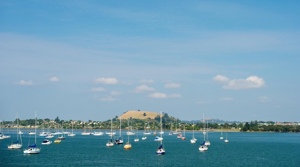 Waiheke Island featuring a coastal town, sailing and general coastal views