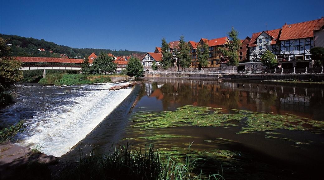Kassel das einen Stromschnellen, Küstenort und Fluss oder Bach