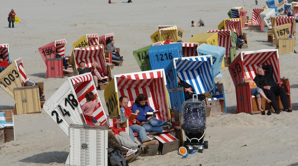 Langeoog mit einem Strand sowie Paar