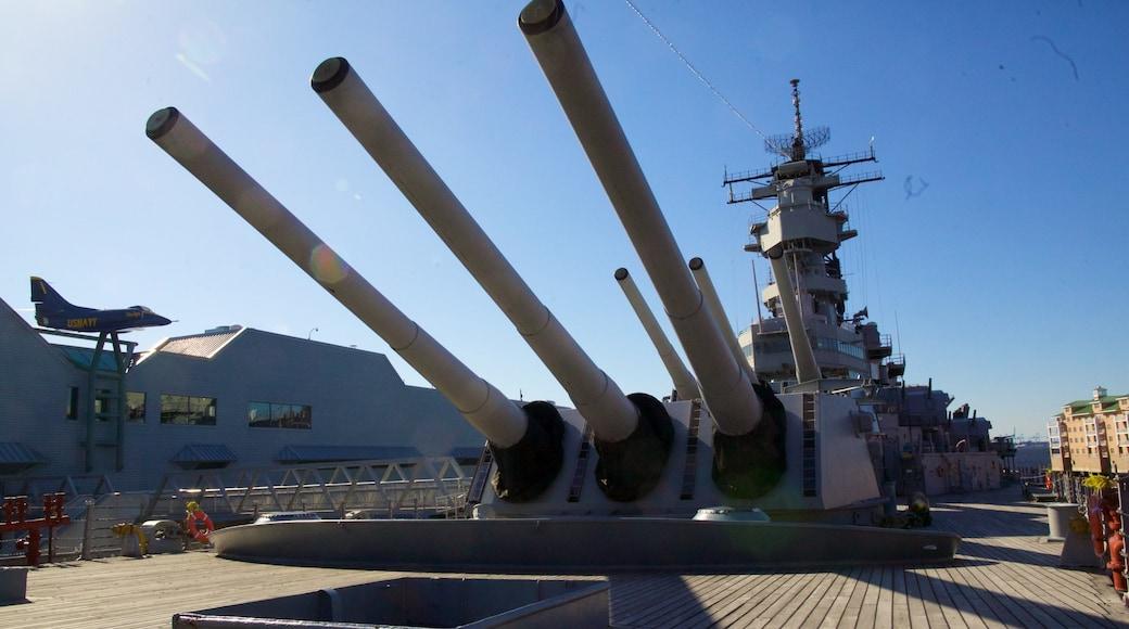 USS Wisconsin BB-64 mit einem Militärisches