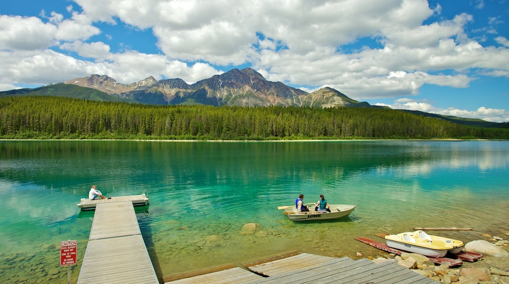 Patricia Lake showing boating, mountains and landscape views