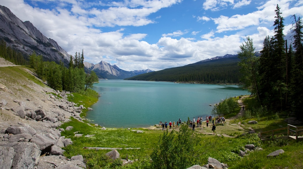 Medicine Lake showing landscape views, a lake or waterhole and mountains