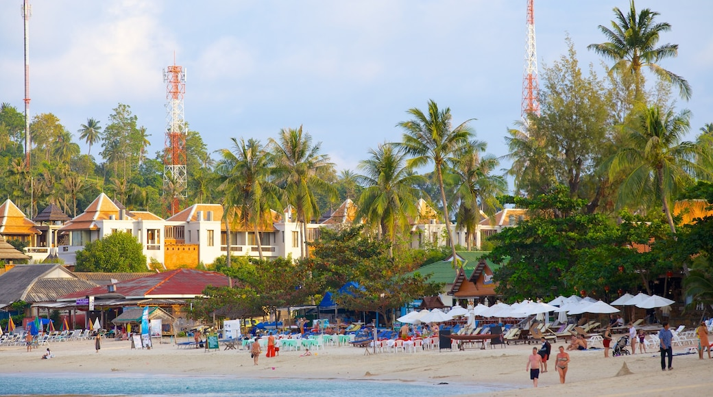 Koh Samui toont een strand en een kuststadje