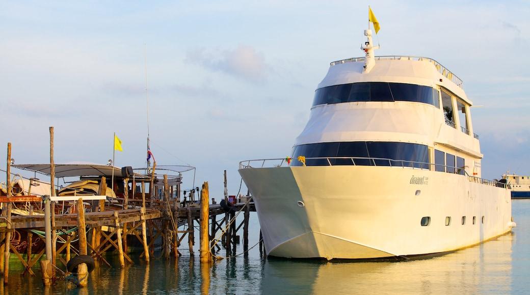 Bo Phut Beach inclusief een jachthaven en varen
